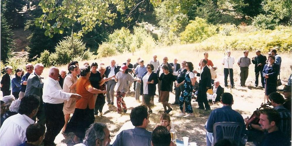 Πανηγύρι στο Μοναστήρι  2001 (έγχρωμο)